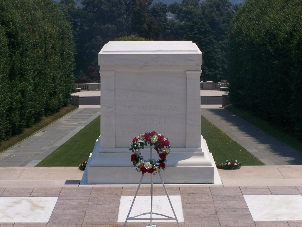 Tomb_of_the_Unknowns_crack